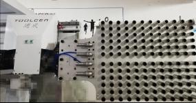 侧入式PET瓶胚取出机械手